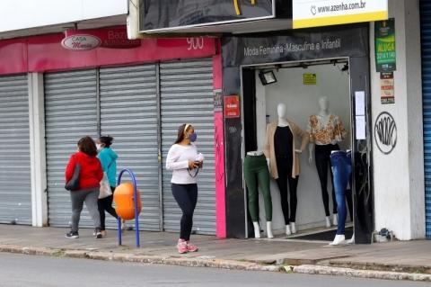 Governo gaúcho altera protocolos de setores do comércio, da educação e de serviços
