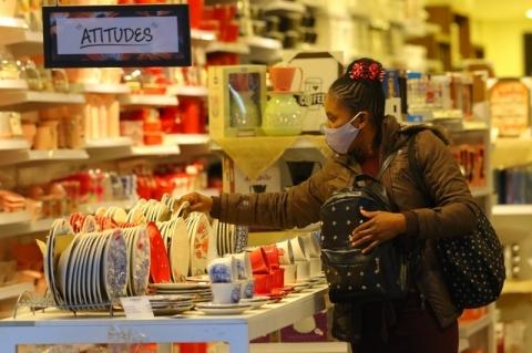 Consumidores esperam inflação de 4,5% em 12 meses a partir de julho, aponta FGV
