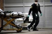 Hospitais nos EUA começam a ficar lotados com novos aumentos de casos de Covid-19