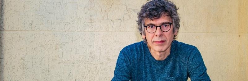 Autor fala sobre o impacto do surrealista 'Deixe o quarto como está', lançado recentemente na Itália