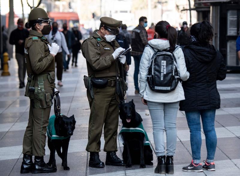 """Chile havia preparado um """"retorno seguro"""" às atividades, mas a explosão de casos fez o governo mudar de ideia"""