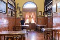 Restaurantes, bares e lancherias começam a reabrir as portas em Porto Alegre