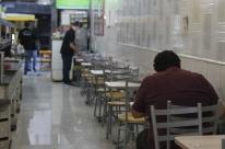 Bares e restaurantes preferem ter liberação para operar aos finais de semana, diz Abrasel