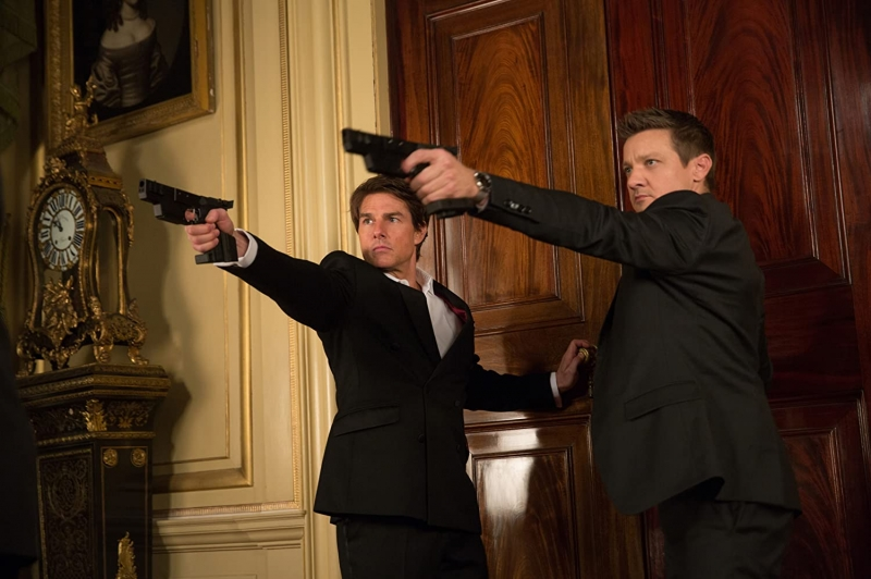 Tom Cruise e Jeremy Renner encerram o final de semana com 'Missão Impossível - Nação secreta'