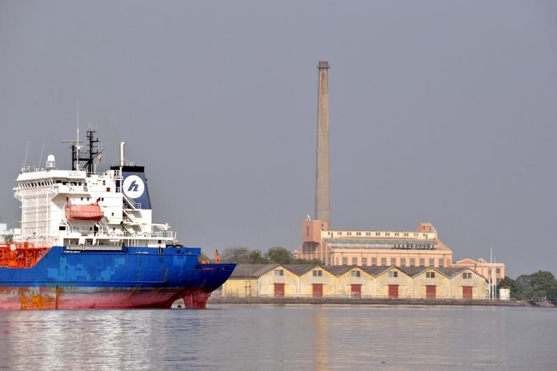 Terminais portuários levam cargas de adubos, celulose e madeira, entre outros produtos