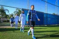 Grêmio troca uniformes de treino pelos de jogo em ação inédita