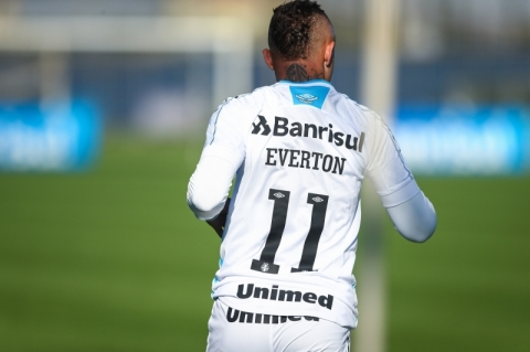 De saída: Grêmio fecha venda de Everton para o Benfica, de Portugal