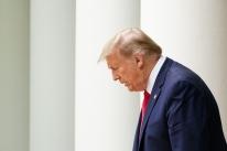Trump tuíta de hospital após ser internado: 'Estou bem, eu acho'