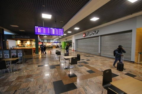 Aeroporto Salgado Filho na pandemia: lojas fechadas, menos empregos e queda de 93% nos voos