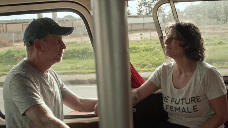 Léo Steinbruch e Georgette Fadel concentram embates ideológicos da viagem de ônibus ao Sul