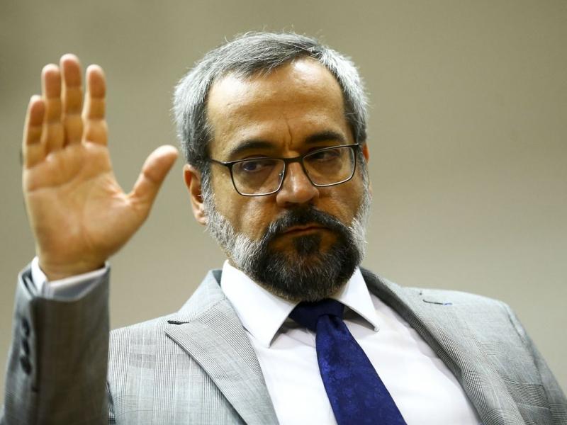 Ex-ministro da Educação afirmou sem provas que há plantações de maconha em universidades federais