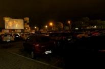 Cine Drive-In, no estacionamento da ADVB, estreia com lotação máxima em Porto Alegre