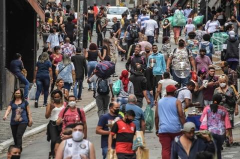 Brasil tem 49.976 mil mortes e 1,06 milhão de casos de Covid-19, diz Ministério