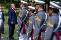 Militares resistem a serem usados, e tensão com Trump aumenta
