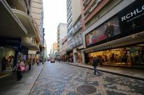 Decreto oficializa o que abre e o que fecha em Porto Alegre