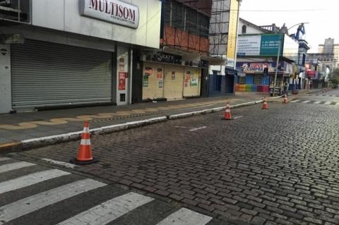 São Leopoldo bloqueia ruas para evitar aglomerações perto de agência da Caixa