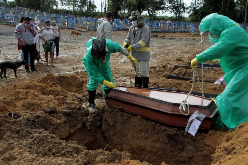 De acordo com os dados coletados até as 20h, a média de mortes nos últimos sete dias é de 956