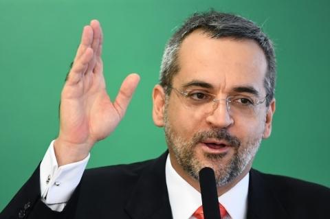 Após 40 dias nos EUA, Weintraub é confirmado diretor no Banco Mundial