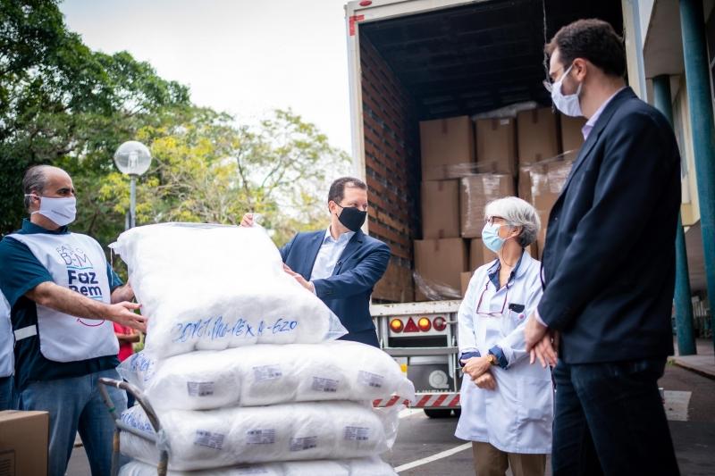 Clínicas foi o primeiro hospital a receber as doações, que beneficiarão outras 17 instituições