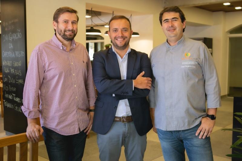 Os sócios Flávio Lucce, Paulo Rizzardi e Rogério Lucce percebem a volta do hábito de estar perto do fogão
