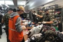Defesa Civil e Exército se unem para triagem de roupas da Campanha do Agasalho