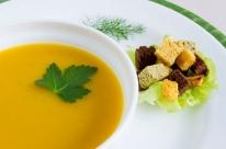 Inverno em cena, sopas e cremes na mesa
