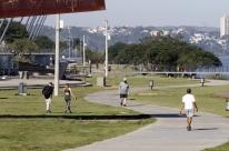 Frio reduz fluxo na Orla do Guaíba e contribui para o distanciamento social no fim de semana