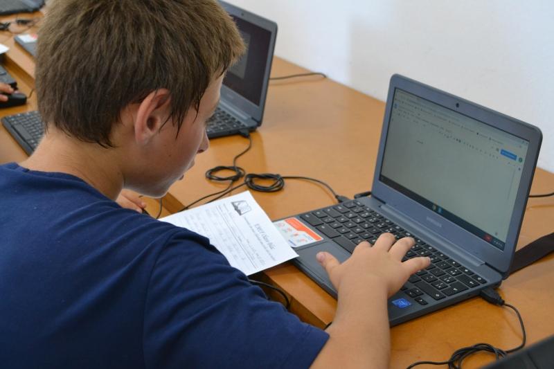 Pesquisa apontou que 17% dos alunos da rede pública não tem acesso à internet para fazer as atividades