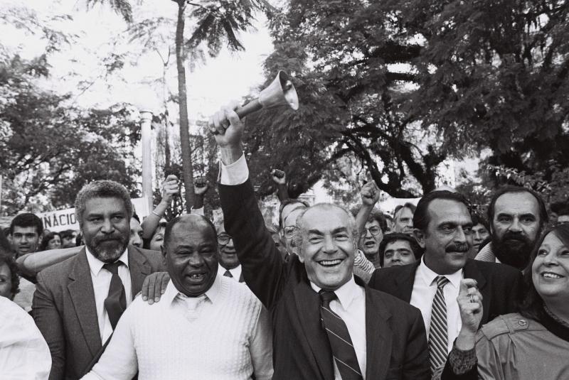 Leonel Brizola e Carlos Araújo na greve do magistério na Praça da Matriz em 1987