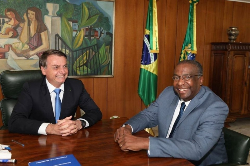 Anúncio de Decotelli como novo ministro foi feito pelas redes sociais de Bolsonaro