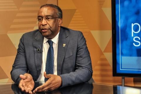 Reitor diz que ministro da Educação não tem doutorado em Rosário