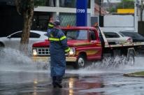 Transtornos com o trânsito marcam manhã de temporal em Porto Alegre