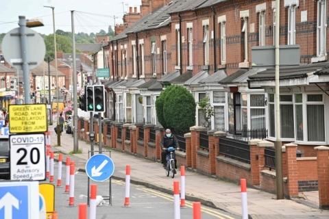 Na contramão do Reino Unido, Leicester decreta isolamento após novos casos de Covid-19