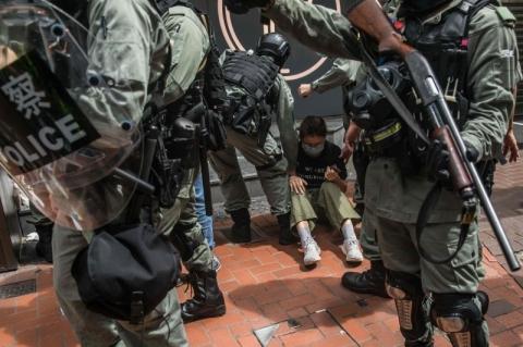 Violência marca entrada em vigorda nova lei de segurança chinesa em Hong Kong
