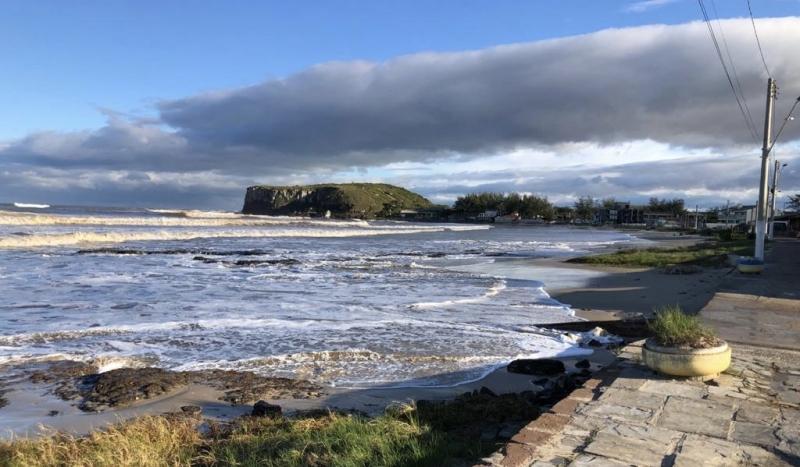 Segundo os meteorologistas da Climatempo, o mar pode ficar agitado no litoral sul do Brasil