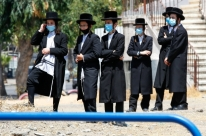 Após recorde de casos de Covid-19, Israel decreta novas restrições