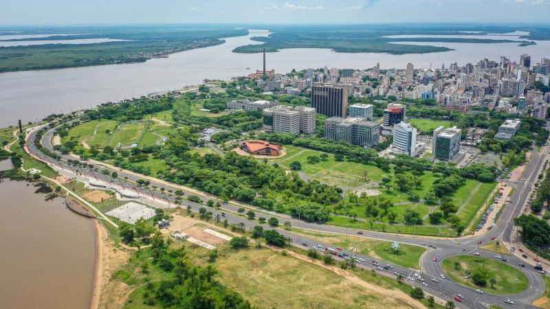 """Áreas banhadas, árvores e plantio de orgânicos forma """"cinturão verde"""" em centros urbanos"""