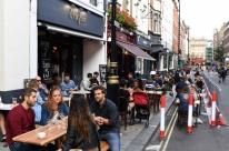 Reino Unido reabre bares depois de três meses fechados devido à pandemia