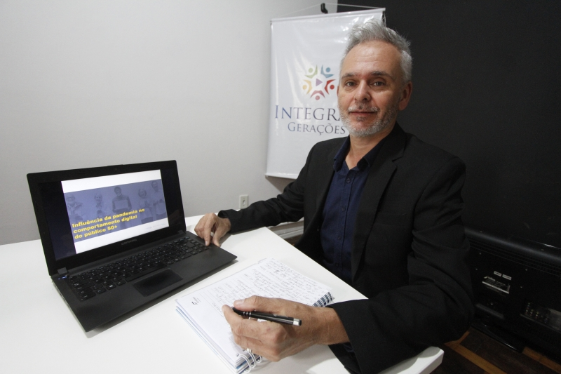 Guilherme Menezes, fundador da escola Integrar Gerações, de Porto Alegre, realizou uma pesquisa nacional com pessoas com mais de 50 anos