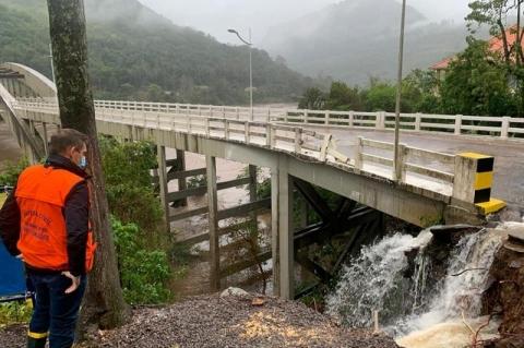 Rodovias da Serra são liberadas após quedas de barreira e alagamentos