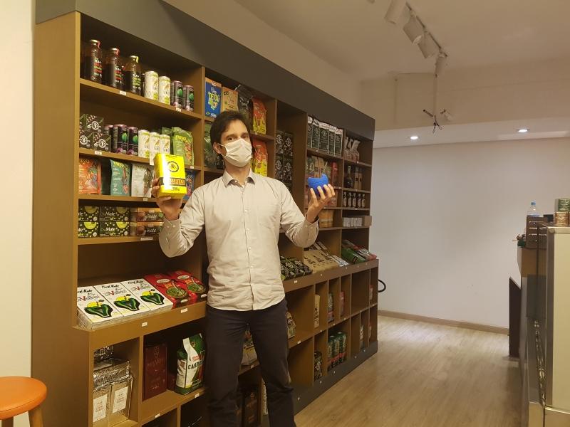 Guilherme Schaurich, sócio da Mercearia do Mate, conta que a procura por cuias de silicone cresceu em função da higienização do artigo