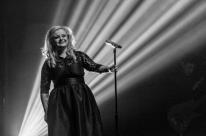Graças ao drive-in, Adele gaúcha retorna ao palco em meio à pandemia