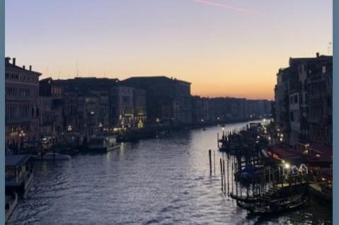 Autora estreia no mundo editorial com poderoso romance ambientado em Veneza