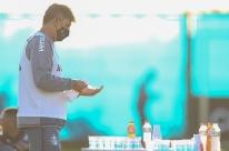 Grêmio afasta dois jogadores com Covid-19; Renato testa negativo ao voltar a Porto Alegre