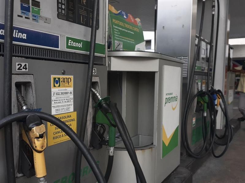 Gasolina (3,69% para 6,09%) foi a principal influência individual desta apuração, aponta FGV