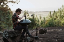 Mestre no Handpan, Alexandre Lora apresenta single gravado na floresta