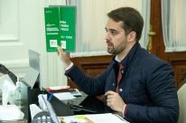 'Não há aumento de carga tributária', garante Leite; confira as medidas da reforma
