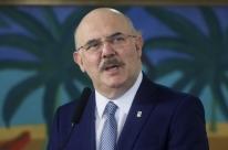Infectado por coronavírus, ministro da Educação informa que está com pneumonia