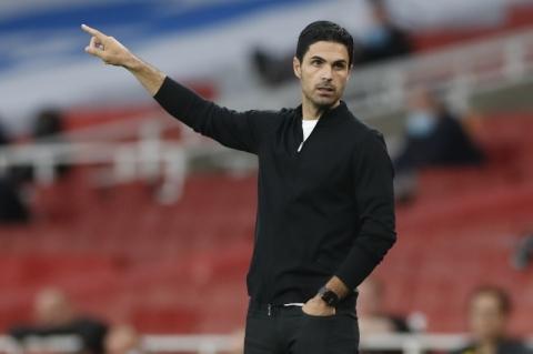 Técnico do Arsenal pede cuidado no retorno dos torcedores aos estádios