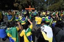 Manifestantes pró-Bolsonaro protestam contra governadores em Brasília